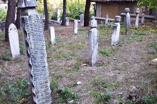 Taraklı'da tarihin izleri mezar taşları